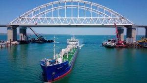 Движение по Крымскому мосту для грузовиков откроется в конце сентября