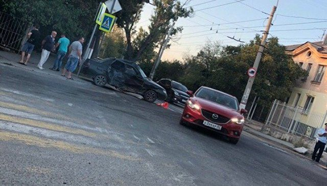 """Не проскочил: в Симферополе столкнулись микроавтобус и """"десятка"""""""