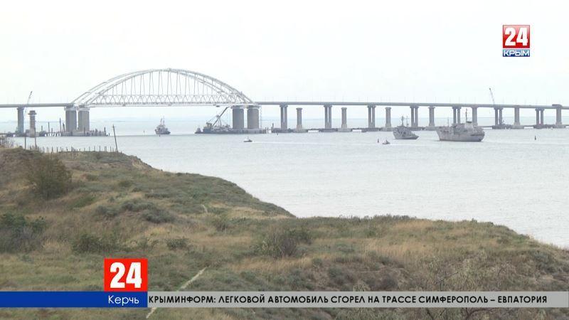 «Украинские военные корабли «Донбасс» и «Корец» направляются в сторону Бердянска», — прямое включение корреспондента телеканала «Крым 24» Светланы Ермильченко
