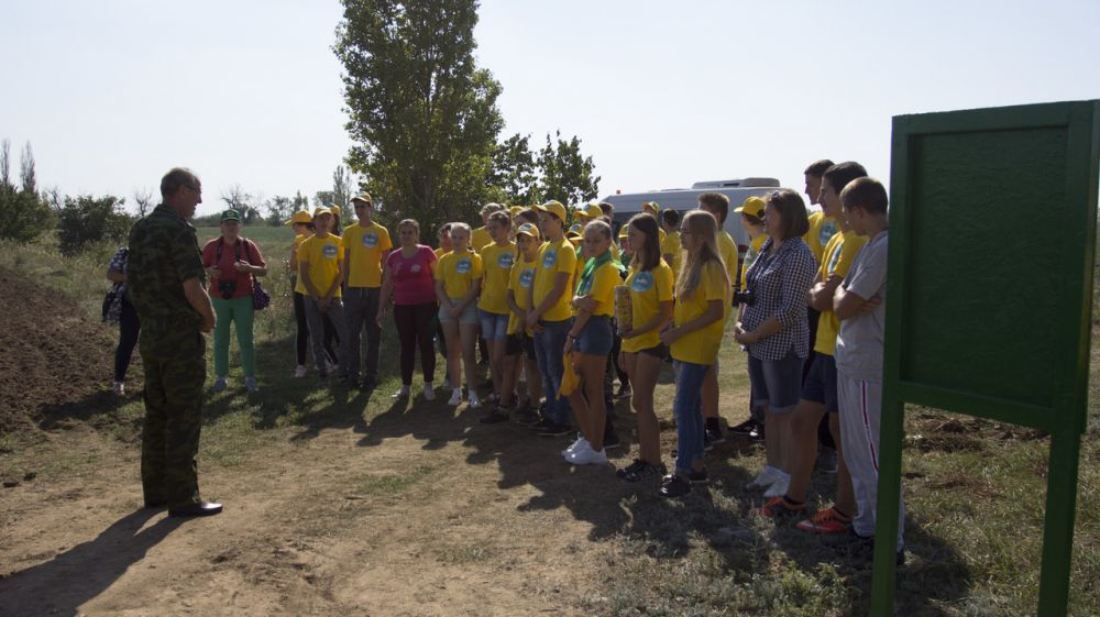 Представители Бахчисарайского лесхоза организовали для школьников учебную экскурсию в степной Крым