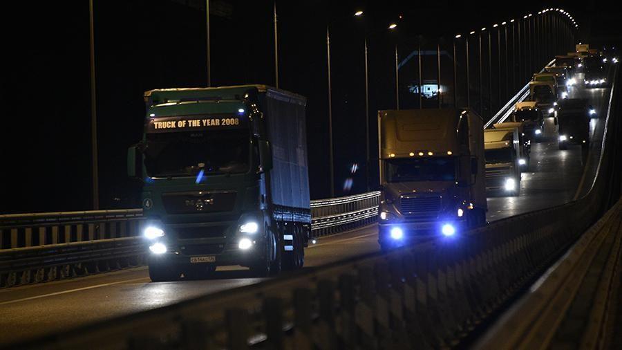 В ночь на 1 октября по Крымскому мосту началось движение грузового транспорта