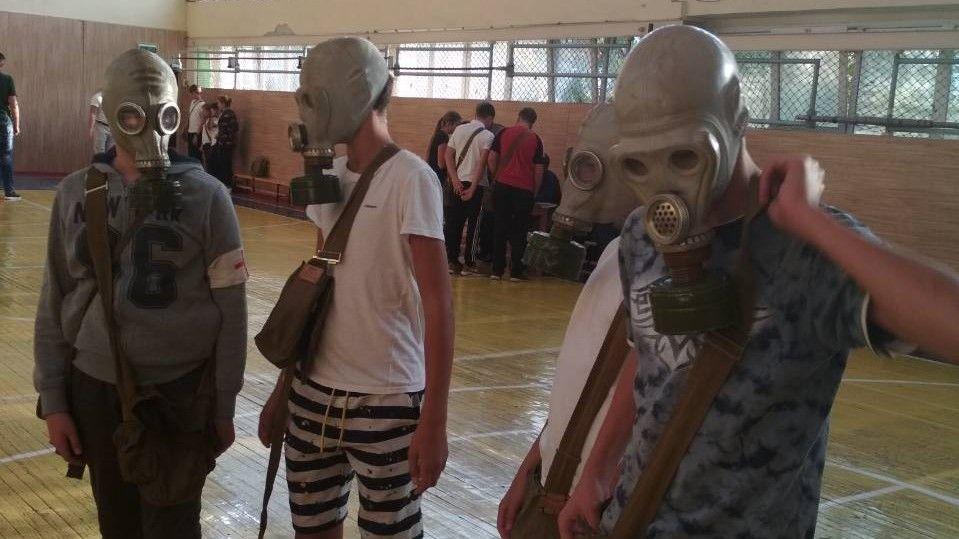 В рамках месячника гражданской обороны среди школ г. Симферополь прошли тематические соревнования