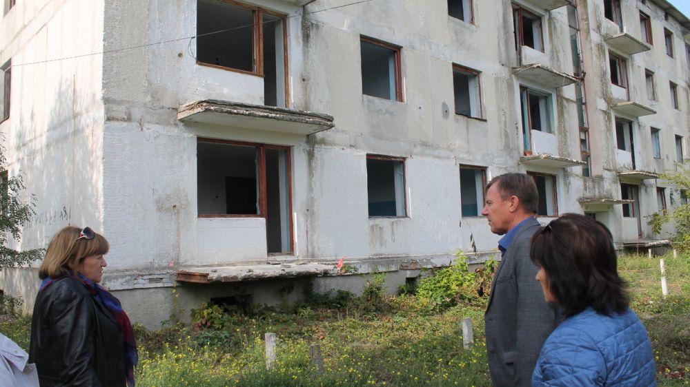 Главный архитектор Нижнегорского района провел выездное заседание комиссии по признанию жилого помещения непригодным для проживания