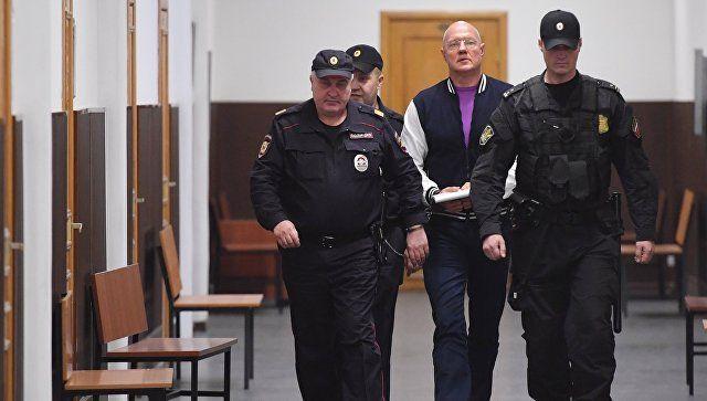 Обязанности арестованного вице-премьера Крыма распределят после траура
