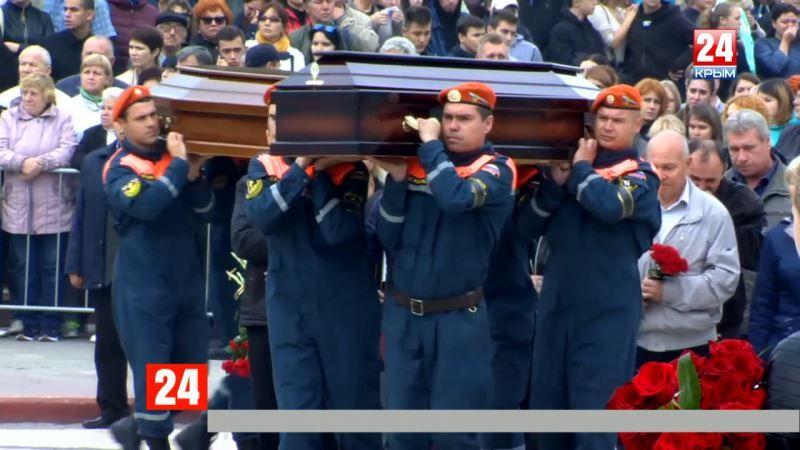 Прощание с погибшими в керченской трагедии. Без комментариев