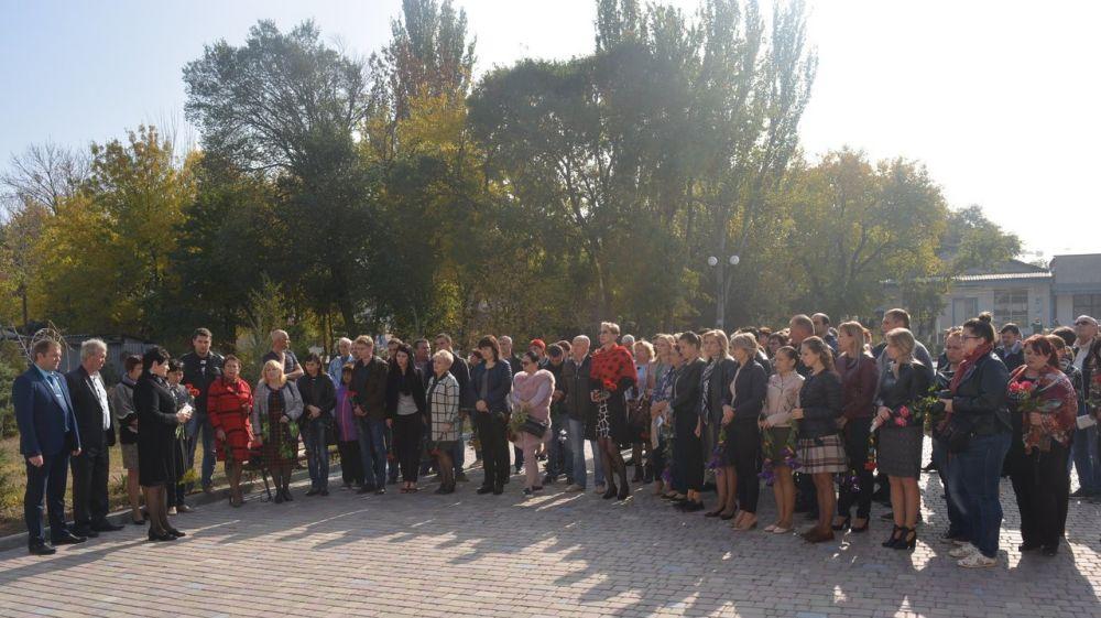 В посёлке Кировское прошли траурные мероприятия в связи с трагедией в Керченском политехническом колледже