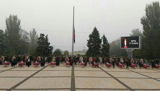 В Керчи началось прощание с погибшими в колледже