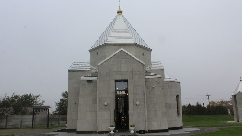 В селе Мирное состоялся молебен в память о погибших в Керчи