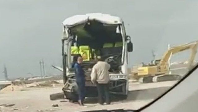 В Крыму автобус влетел в большегруз