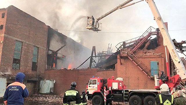 При пожаре на заводе во Владикавказе обрушились стены и кровля