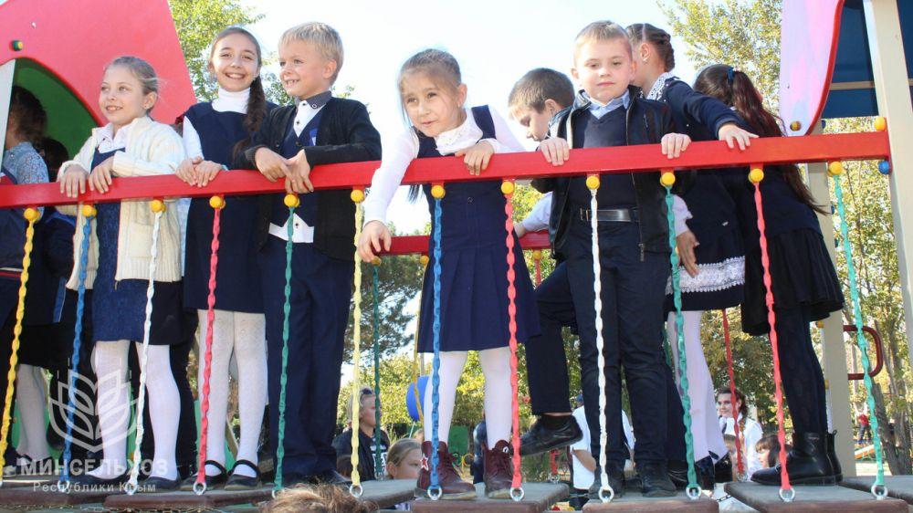 В Красногвардейском районе торжественно открыли детскую площадку