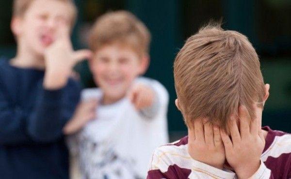 «Мама, помоги». В Севастополе сверстники жестоко избивали пятиклассника на глазах у всей школы