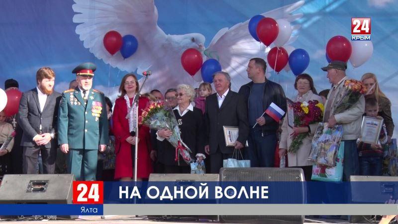 От Ялты до Армянска – на единой патриотической волне. Праздник во имя дружбы, мира и согласия объединил все уголки Крыма