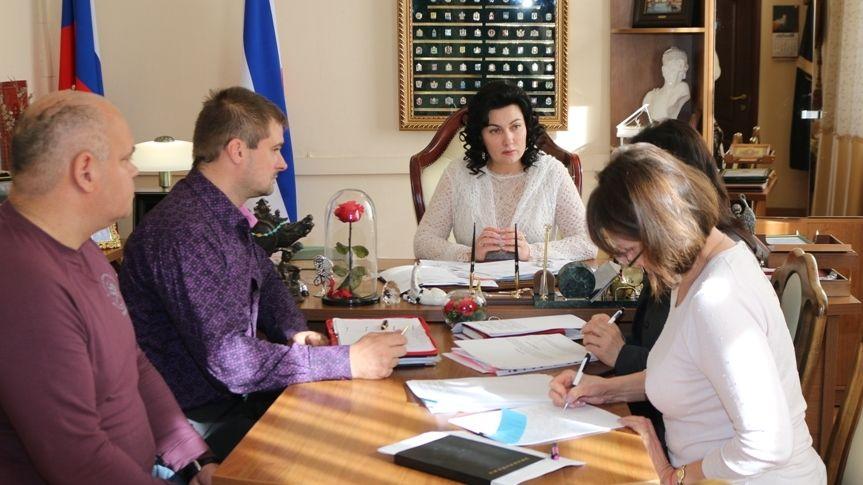 Арина Новосельская провела совещание по вопросу недопущения нарушения сроков осуществления ремонта сельских домов культуры