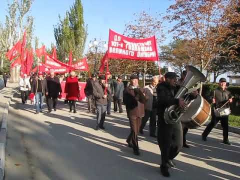 В Феодосии прошла демонстрация и митинг, посвященные 101-й годовщине Октябрьской революции