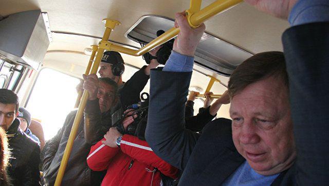 Из стороны в сторону: как Лукашев в симферопольской маршрутке ехал
