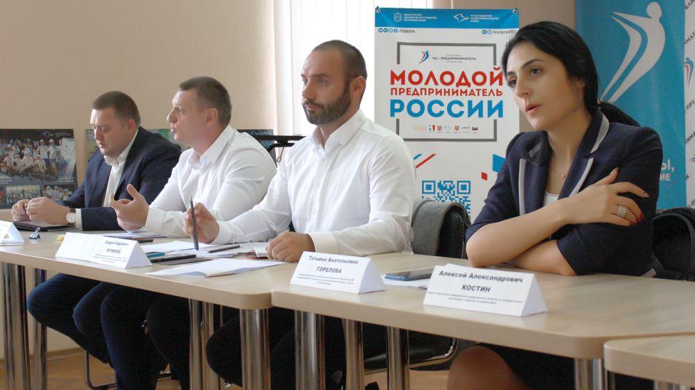 Специалисты Госкомрегистра разъяснили крымским предпринимателям порядок размещения коммерческих объектов на принадлежащих им земельных участках