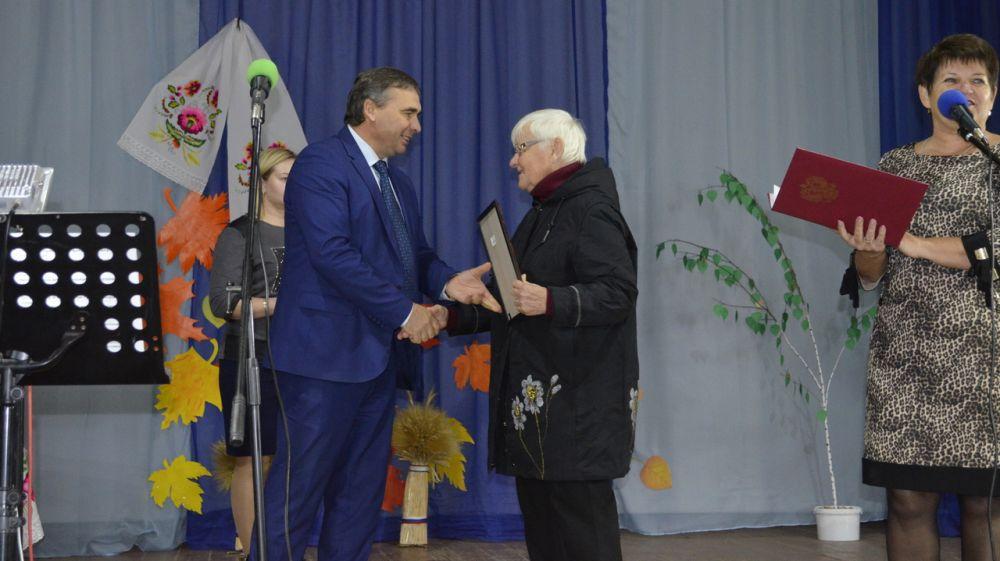 Андрей Рюмшин отметил лучших сотрудников Научно-исследовательского института сельского хозяйства Республики Крым