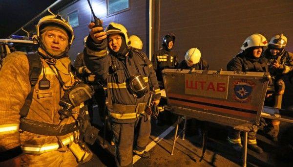 «Там рушится всё!» В России загорелся крупный гипермаркет, посетители эвакуированы