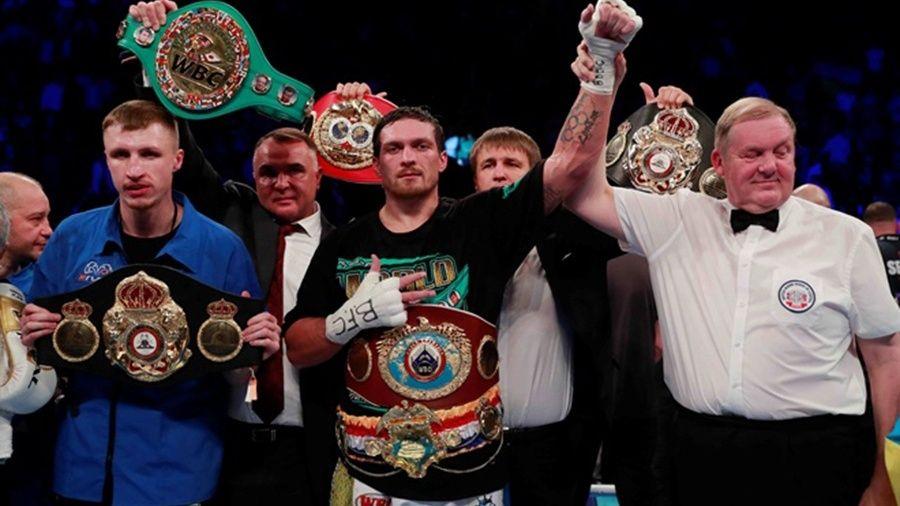Воспитанник крымского бокса Александр Усик сохранил титул абсолютного чемпиона мира в первом тяжелом весе