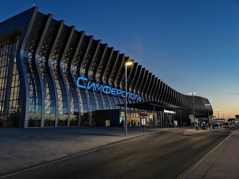 Симферопольский аэропорт... имени Айвазовского? Или же Нахимова? А может, Екатерины Великой?