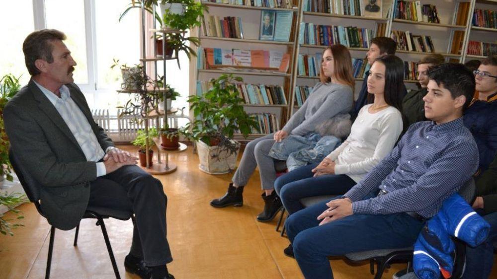 Заместитель председателя Раздольненского районного совета провел встречу с учениками 11-х классов МБОУ «Раздольненская школа-лицей №1»