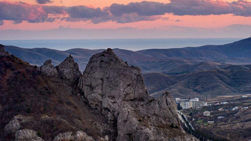 Шестерых туристов эвакуировали со скал в Крыму