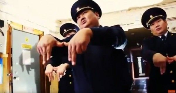 Российские полицейские из Якутии взорвали Интернет танцевальным клипом