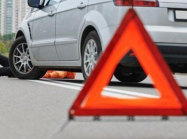 """Страшная авария под Симферополем: сбитая на """"зебре"""" женщина перелетела через крышу машины,"""