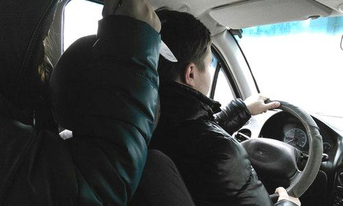 В Симферополе пассажир порезал таксиста