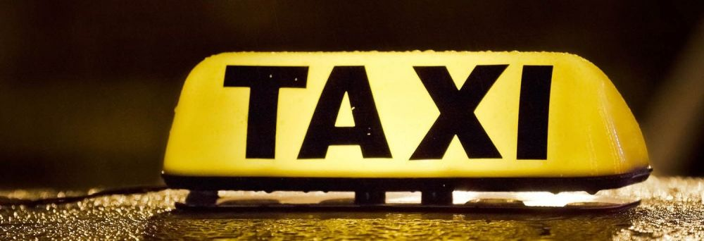 В Симферополе пассажир напал с ножом на таксиста и ограбил его