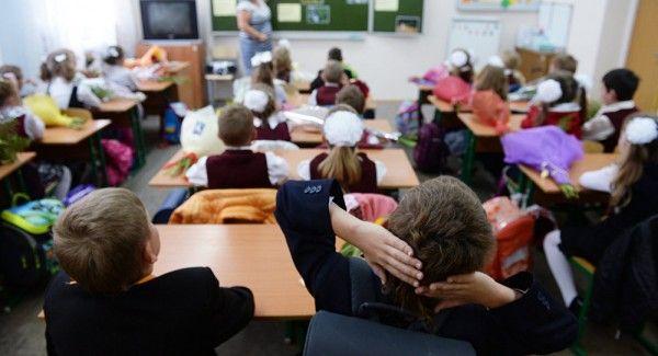 Учительница ударила головой об парту второклассника