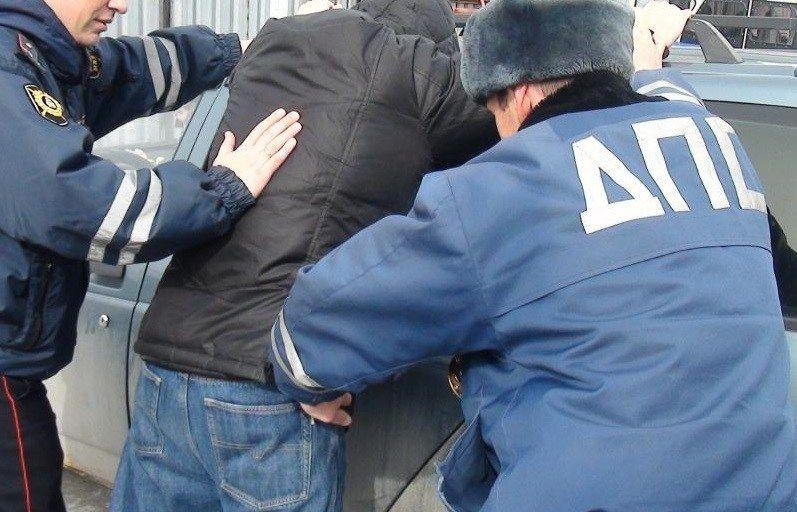 В крымском поселке Нижнегорский пьяный «рассекал» по улицам на иномарке. До первого поста ГИБДД