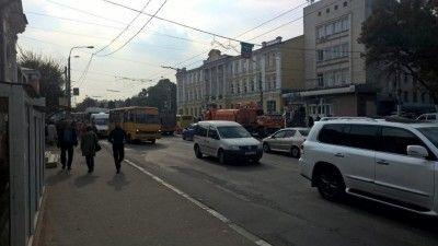 Дороги в центре Симферополе чинят быстрее графика