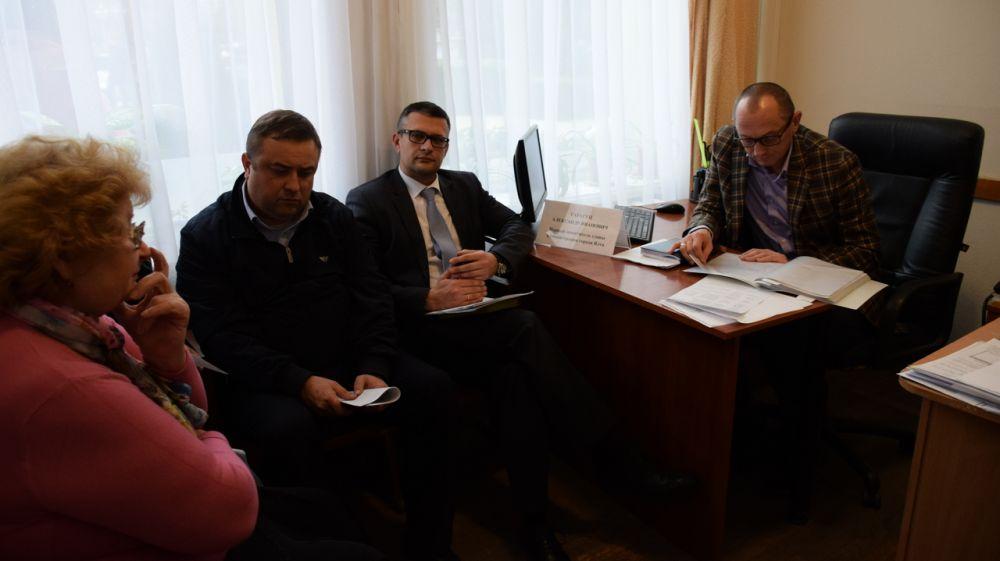 Первый заместитель главы администрации Ялты Александр Гарагуц провёл приём граждан