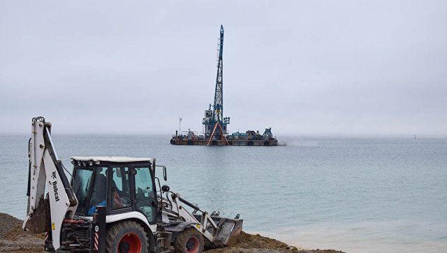 """Будут """"гасить"""" волны: как у берегов Евпатории сооружают рифы"""