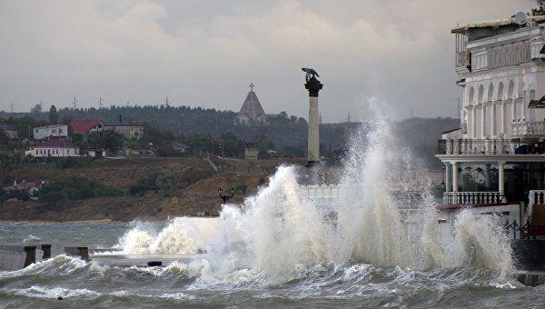 Ливень, шторм, туман: в понедельник в Крыму будет бушевать непогода