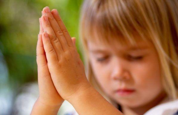 Жёсткое видео, где девочка молится на русском, пока мать везет её через пожар в Калифорнии
