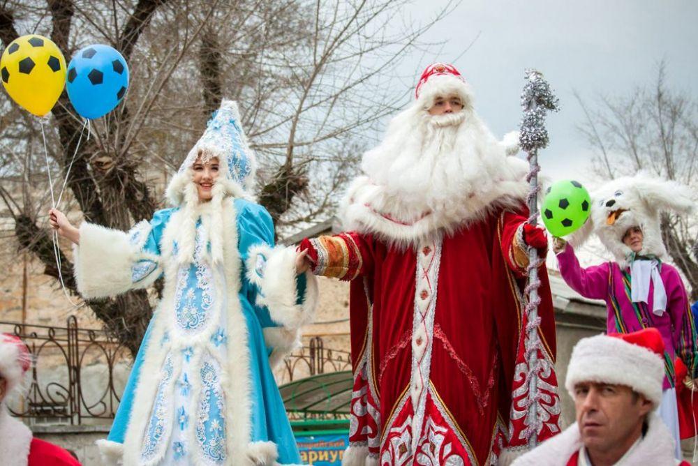 Деды Морозы и Снегурочки зажгут огни на главной елке Евпатории