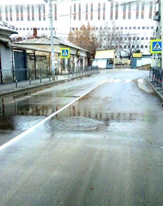 В Симферополе затопило еще одну улицу, на которой проводят капремонт,