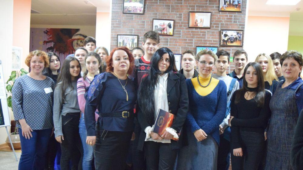 Творческая встреча с крымскими поэтессами состоялась в Республиканской библиотеке для молодежи