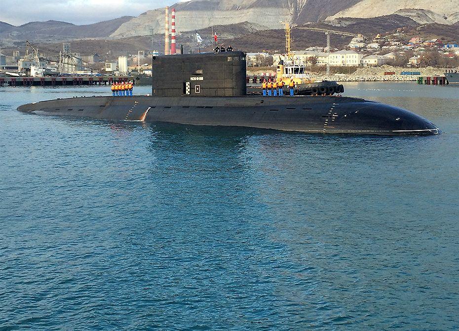 Экипаж подводной лодки Черноморского флота провёл учения в Чёрном море