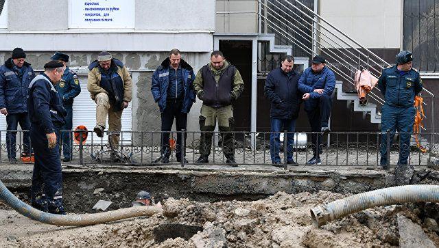 Починить треснувший водовод в Симферополе планируют к концу дня