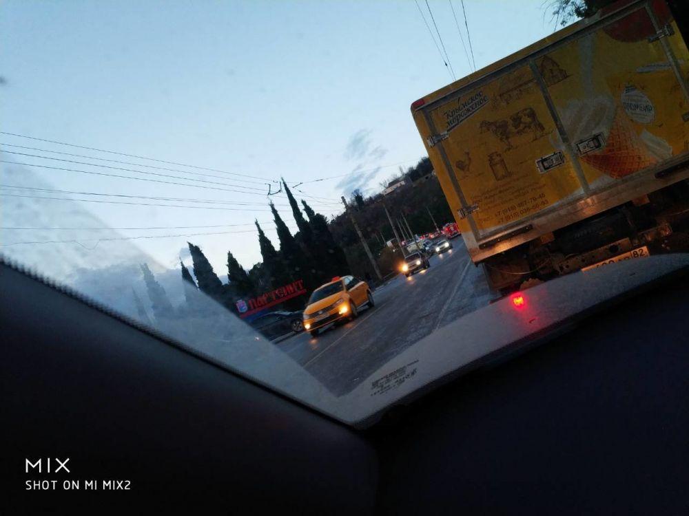 Такси в кювете, бензовоз, легковушки и грузовики: авария на трассе Ялта-Симферополь собрала около десятка машин, , ВИДЕО, ДОПОЛНЕНО