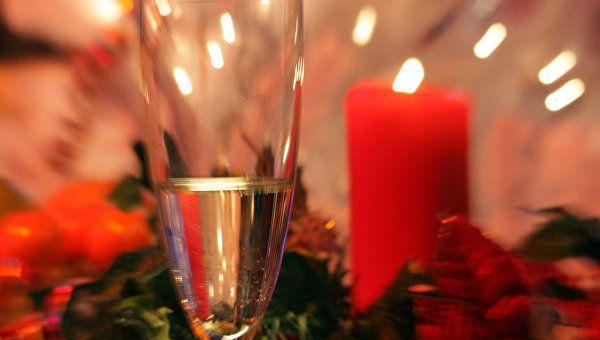 Как правильно выбрать красную икру и шампанское - совет эксперта