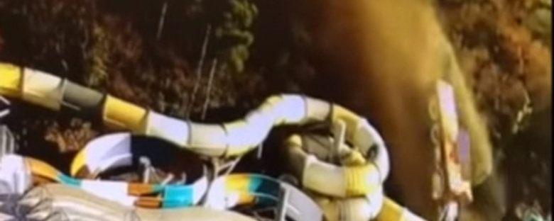 В Ялте МАЗ без тормозов упал на аквапарк отеля, - видео