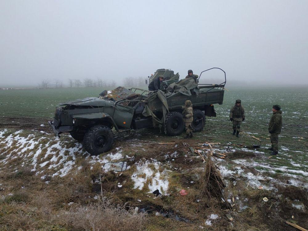 На трассе Симферополь-Армянск перевернулся военный грузовик: есть пострадавшие, , ВИДЕО