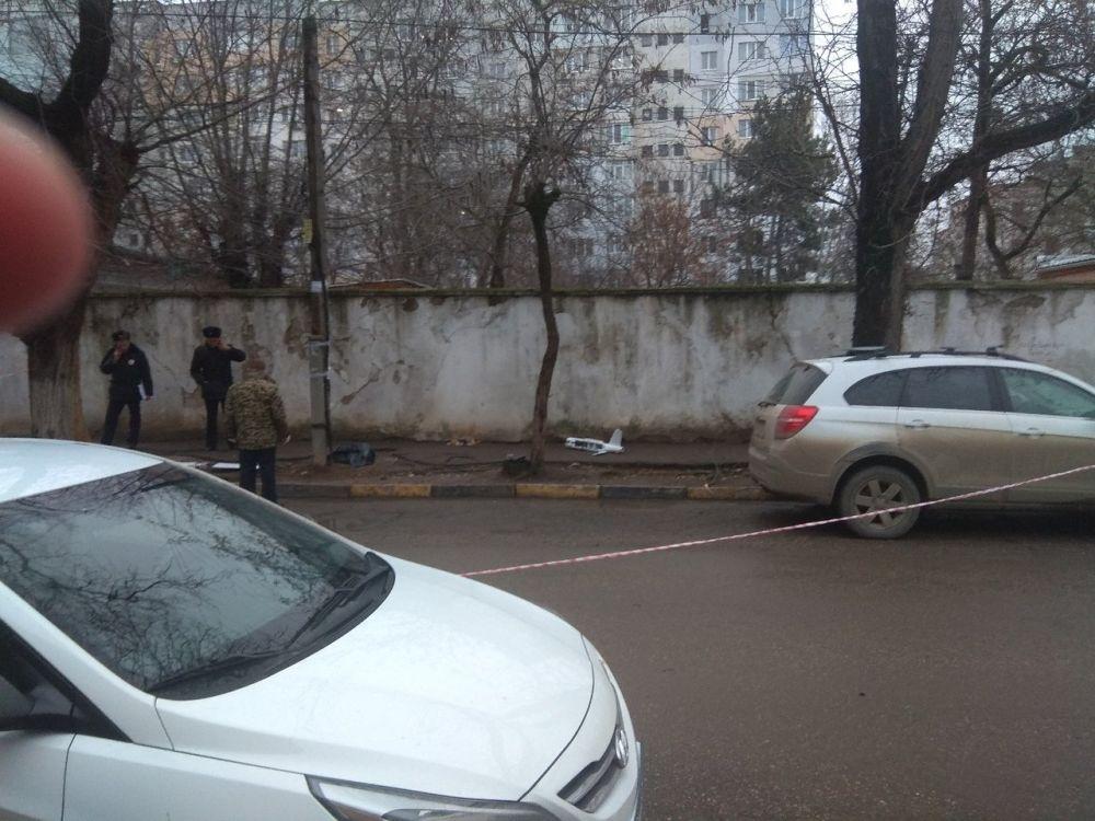 В Симферополе оцепили улицу из-за упавшего беспилотника,