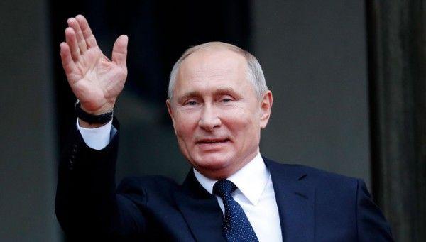 Путин с Шойгу сыграл в хоккей