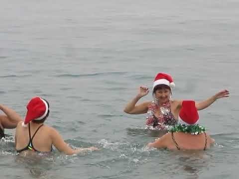 В Феодосии прошел традиционный новогодний заплыв моржей